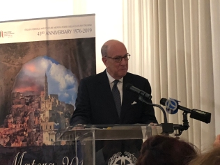 Stephen Briganti, President of the Ellis Island Foundation, addresses guests at the Consulate of Italy on the occasion of his award of the Leonardo da Vinci honor by the IHCC-NY, Inc.