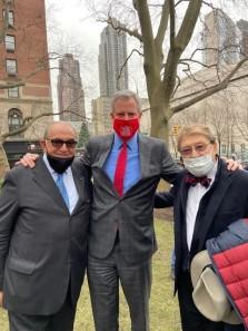 Dr. Berardo Paradiso, President, IACE, Mayor Bill de Blasio and 2021 da Vinci Awardee from the IHCC-NY, Inc. gather to celebrate Dante 700!