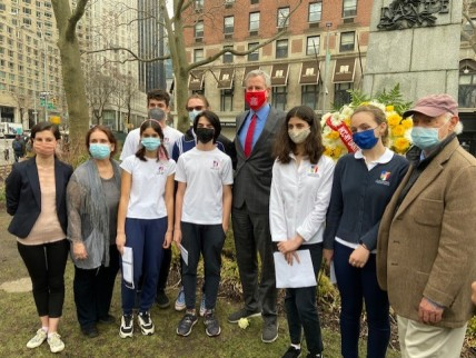 Students from La Scuola d'Italia, NYC, gather with Mayor Bill de Blasio and the day's coordinator Uff. Mico Licastro. Poetry readings by students were delightful.